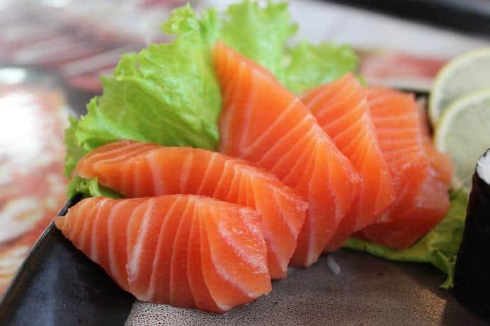 những thực phẩm giúp tinh trùng khỏe mạnh, cá hồi giúp tinh trùng khỏe mạnh, ăn gì cho tinh trùng khỏe